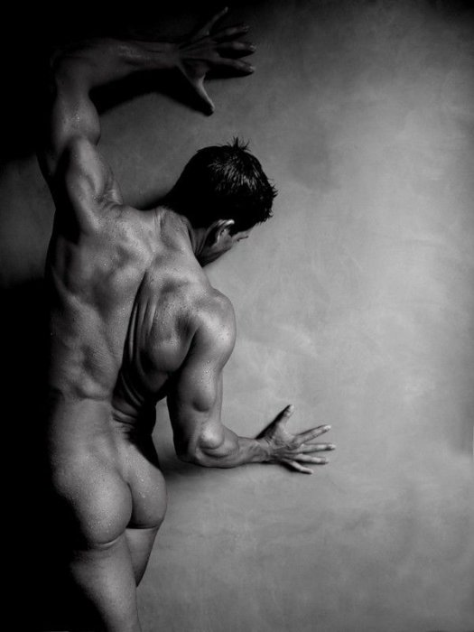 krasivie-golie-muzhchini-eroticheskoe-foto