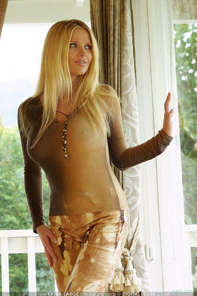 foto-blondinok-s-bolshimi-siskami