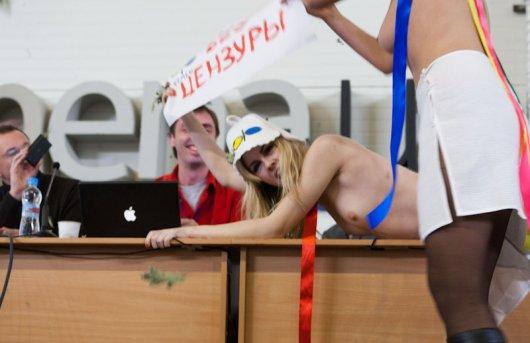 Акция Грёбаные банщики от FEMEN. Фото, видео