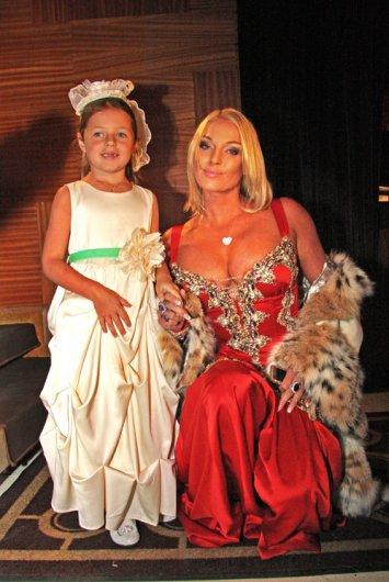 Волочкова бросила дочь в клубе