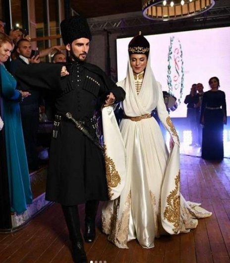Фото со свадьбы Сати Казановой