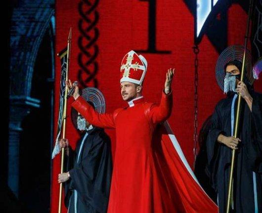 Сергей Лазарев в  образе священника взорвал интернет